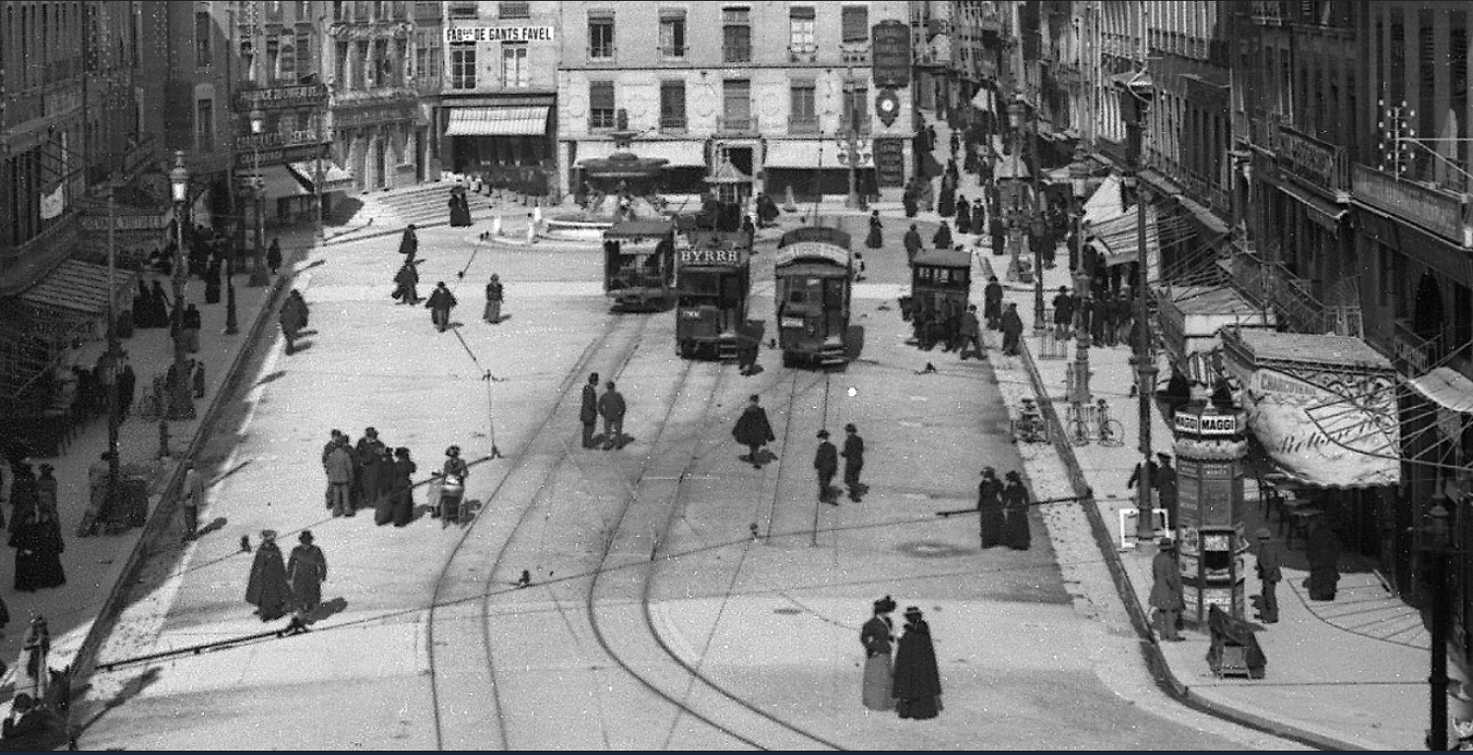 Place Grenette en 1914 (photo bibliothèque municipale de Grenoble)