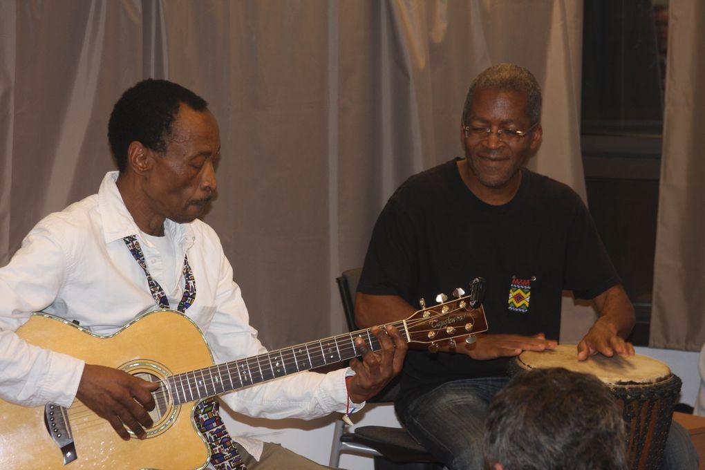 concert Sam Tshabalala avec Patrick Bebey le 30 novembre 2013 à Edmond Rostand