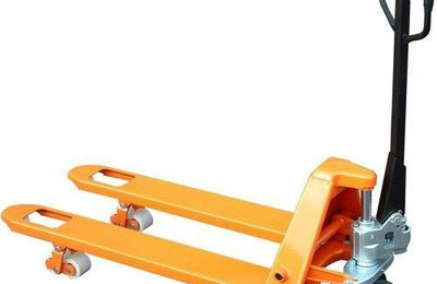 Manual and electric pallet trucks: how are they different?