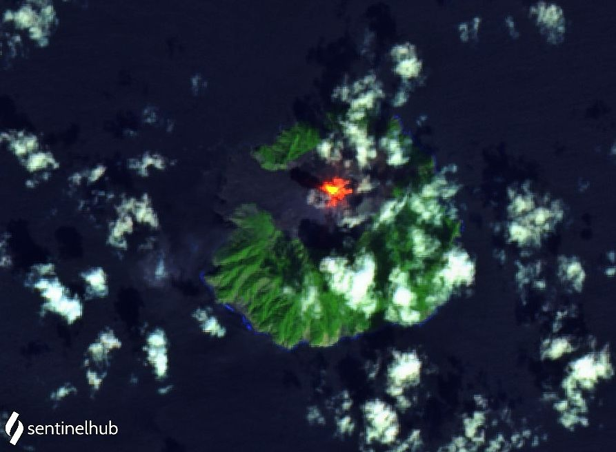 Barren island - Sentinel-2 L1C bands images 12,11,4 from 06.12.2020 (above) and 11.11.2020 (below) - one click to enlarge