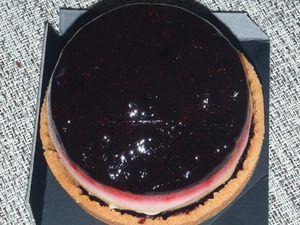 Initiales CD - tarte aux myrtilles et foin de Claire Damon