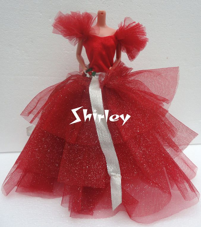 """HAPPY HOLIDAYS"" BARBIE DOLL CLOTHES 1988 MATTEL #1703"