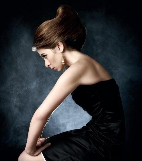 """Photoshoot pris pour la promotion de l'album """"Plus de Diva"""" de Julie Zenatti, sorti en Mars 2010. Photos essentiellement de Slam"""