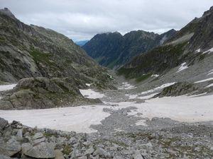 Aux pieds du glacier de Las Néous avec beaucoup plus de neige que d'habitude.