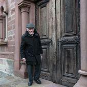 """""""Consternation"""" en Alsace : une centaine de tombes d'un cimetière juif profanées"""