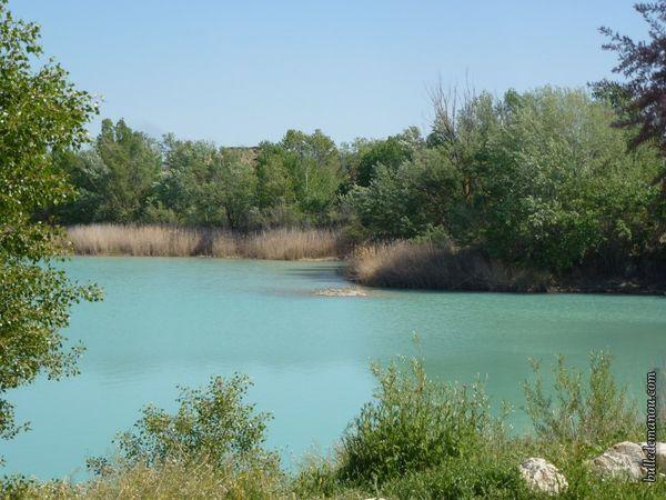 Le lac de Peyrolles un jour calme...un havre de paix
