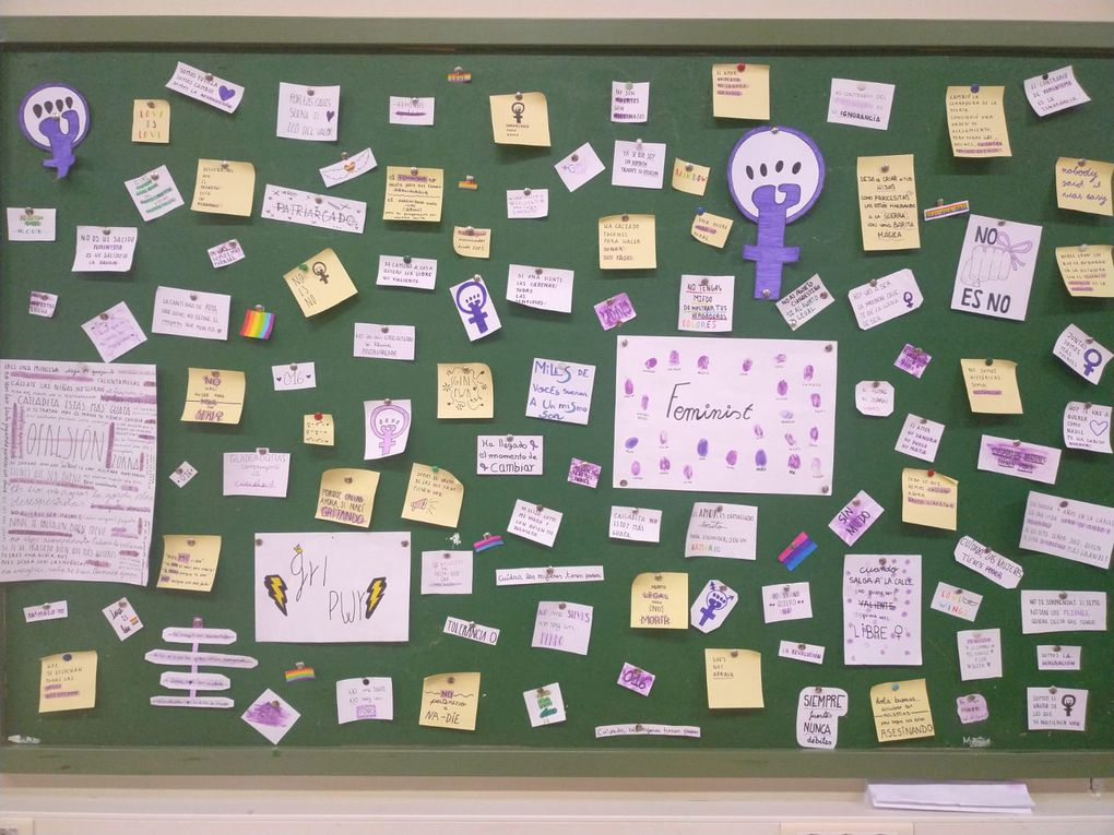 In some classes the students have also written messages to fight sexism!