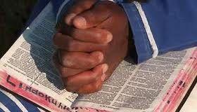 Le doigt de Dieu et la main du Pasteur Lumière dans la culotte des envoûtées / Wolof story made in Gabon