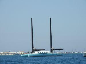 Photos prises de mes promenades en bateau : maison du poète João Lúcio à Olhao, moulin à marée en allant vers l'ile d'Armona, invraisemblable bateau à l'ancre digne du Capitaine Nemo