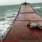 Vidéo - Un cargo se brise en deux, en pleine tempête - ActuNautique.com