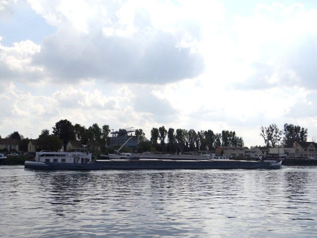 SOLANA , peniche au passage de Conflans  Sainte Honorine  le 30 septembre 2014
