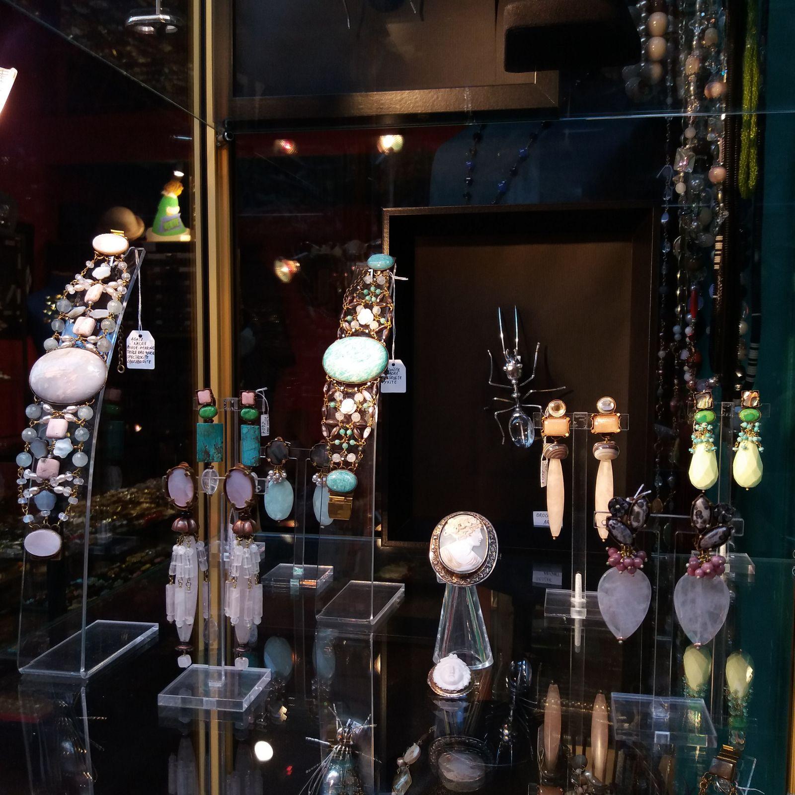 Bijoux de créateurs. Paris.