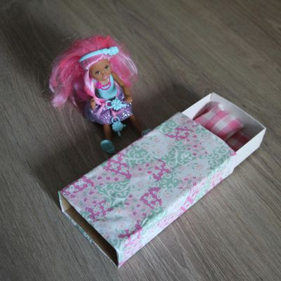 Mini lit pour mini poupée...