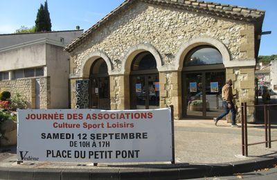 Un dimanche à la journée des Associations de VEDÈNE sur la Place du Petit Pont où un parking a tout simplement été réservé aux autos de VEDENE AUTO PASSION, à leurs équipages et amis.