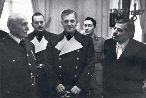 Otto Abetz (gauche) saluant le maréchal Pétain