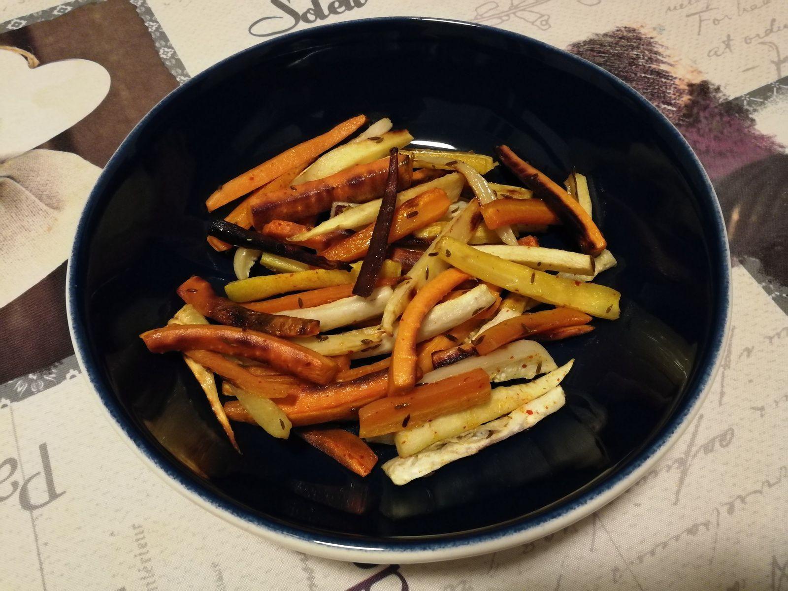 Frites de carottes, panais & radis noir assaisonnées avec huile d'olive, sel, miel, cumin & piment d'Espelette