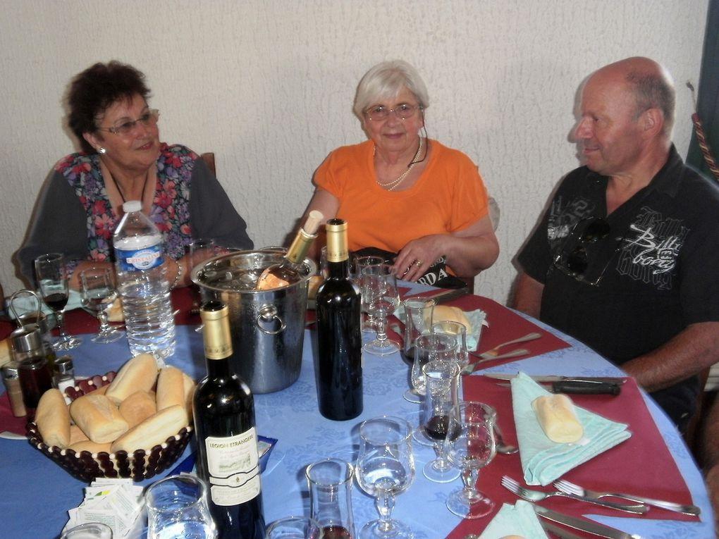 Une sortie très chaude et agréable, des vignobles à perte de vue, un accueil chaleureux  un repas accompagné de bons vins du domaine, que vouloir de plus.