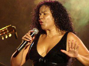 eva ayllon, une star de la chanson afro-péruvienne, interprète et folkloriste péruvienne de chansons de type afro-péruviennes et de valses créoles