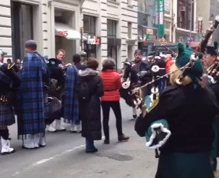 St. Patrick's Day Parade en coulisse