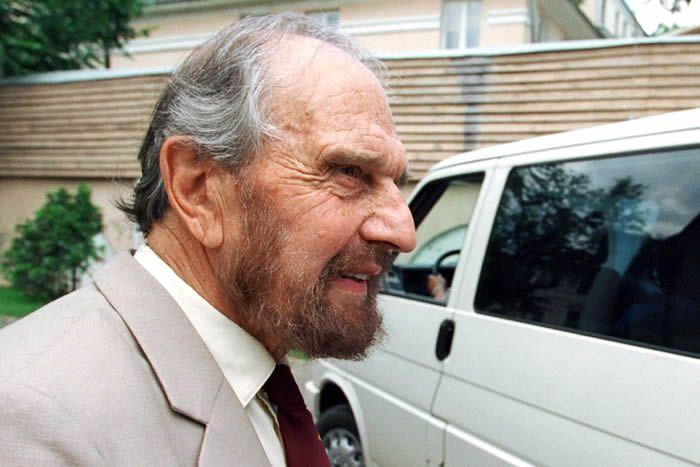 George Blake, à Moscou, en juin 2001. (YURY MARTYANOV / AFP)