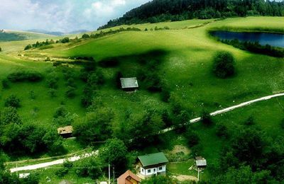 Nature - Campagne - Champ - Maisons - Lac - Photographie - Wallpaper mobile - Free