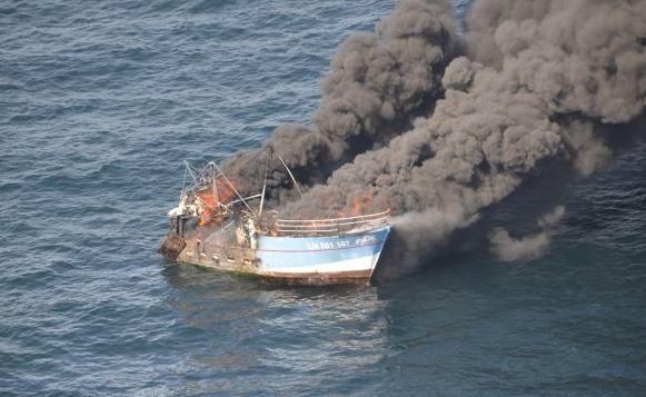 Un chalutier ravagé par un incendie coule au large de Fécamp