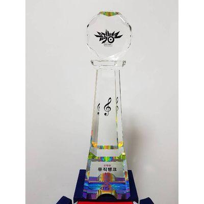 Jonghyun remporte la 1ère place sur Music Bank avec 'Shinin.'