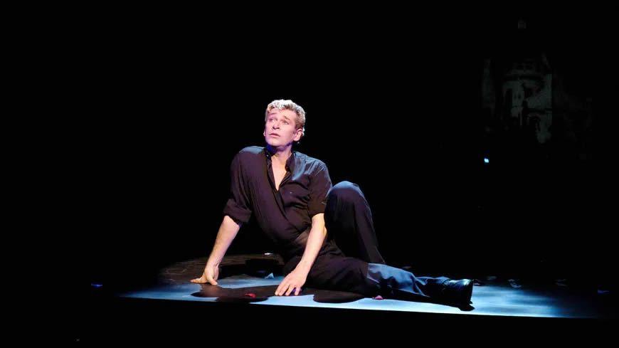 """L'ex danseur étoile Patrick Dupond, lors d'une représentation de """"L'Air de Paris"""", le 22 juin 2003 (illustration). © AFP - JEAN AYISSI"""