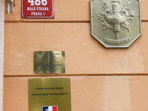 L'ambassade de France, face au mur John Lennon. Ph. Delahaye.