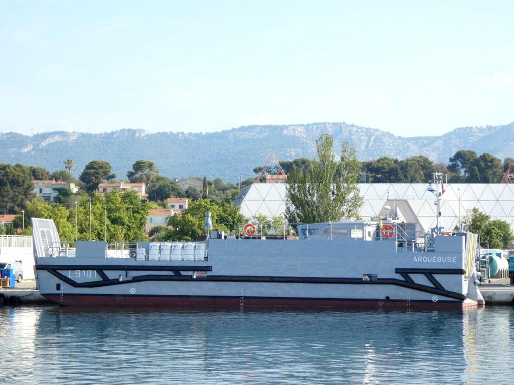 """Aquebuse , L91001  , a quai aux chantiers """"""""  FOSELEV MARINE"""""""" à la Seyne sur mer  le 27 juillet 2021"""