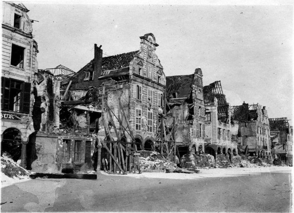 1919, Grand' Place (source : Ministère de la Culture, Médiathèque de l'architecture et du patrimoine, dist. RMN-GP)