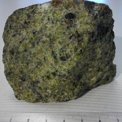Échantillon de péridotite (observation macroscopique)