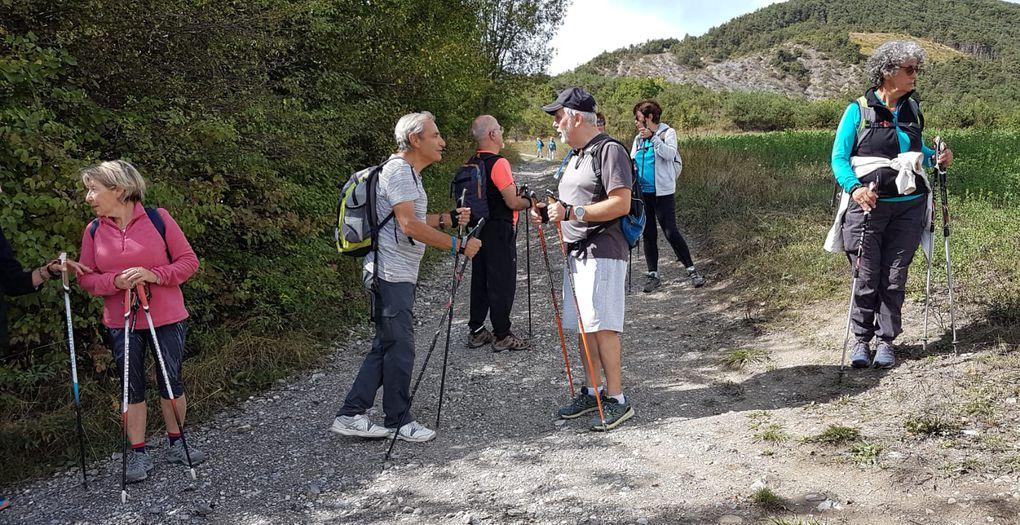 20-09 : Quelle  matinée !!! 7km de marche dont 6 de montée et 1km de descente. Quelle descente ! Enfin tout le monde est revenu au village pour l'heure du repas. L'après midi a été beaucoup plus calme avec un (A-R) jusqu'au village de Chorges.