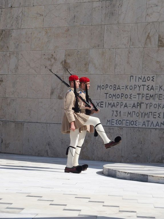 la relève de la garde devant le parlement ....
