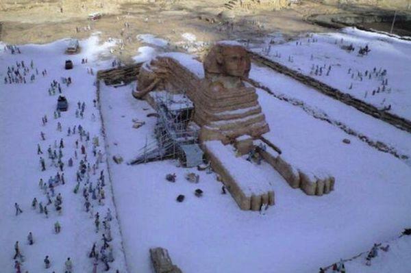 La Sfinge coperta di neve
