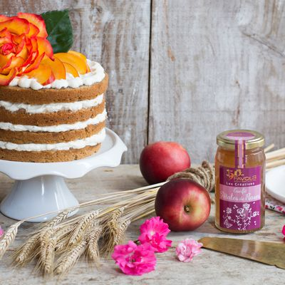 Layer cake au Confit de Pétales de Roses et nectarines