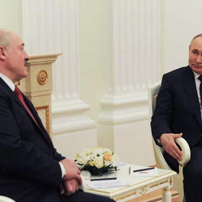 """Biélorussie : """"Il faut taper sur le régime oligarchique de Poutine"""", estime une spécialiste"""