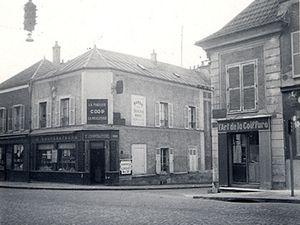 À l'angle de la Route nationale et de la rue Edmond Bonté - (vers 1950-1960)