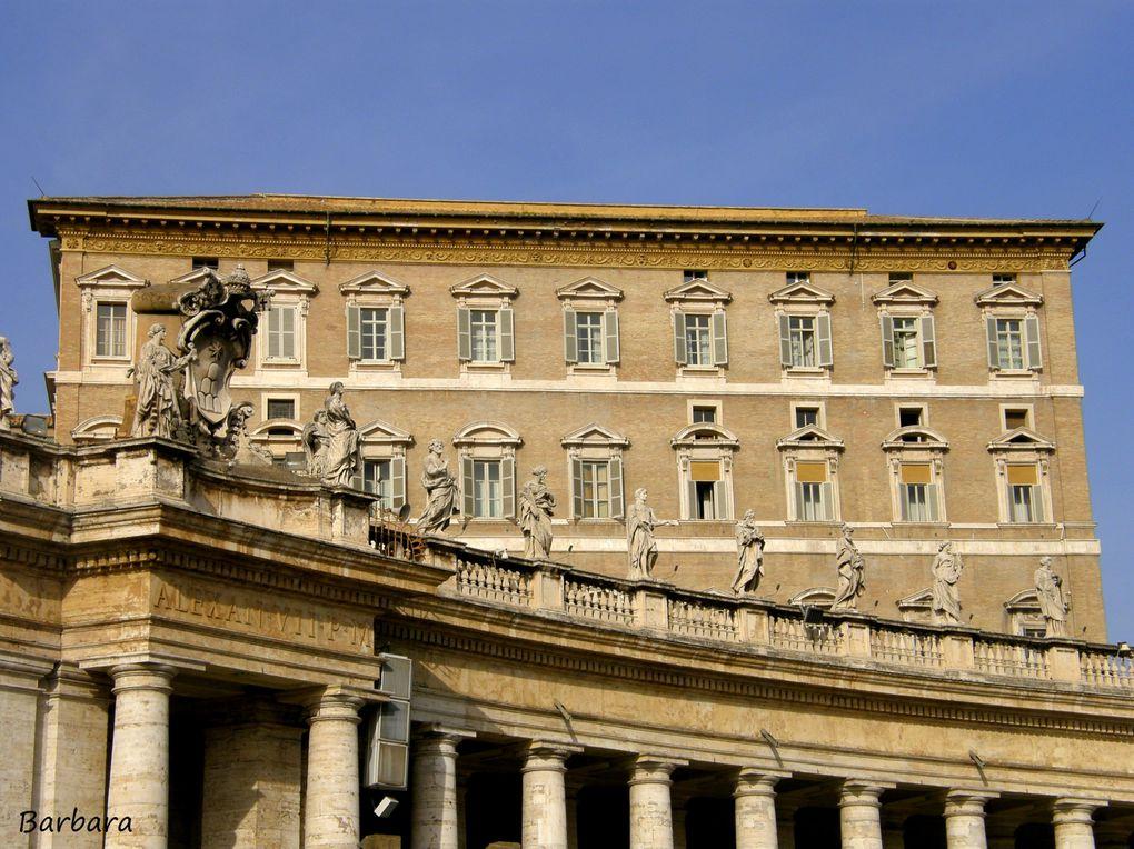 Piazza San Pietro e il Cimitero Teutonico all'interno del Vaticano