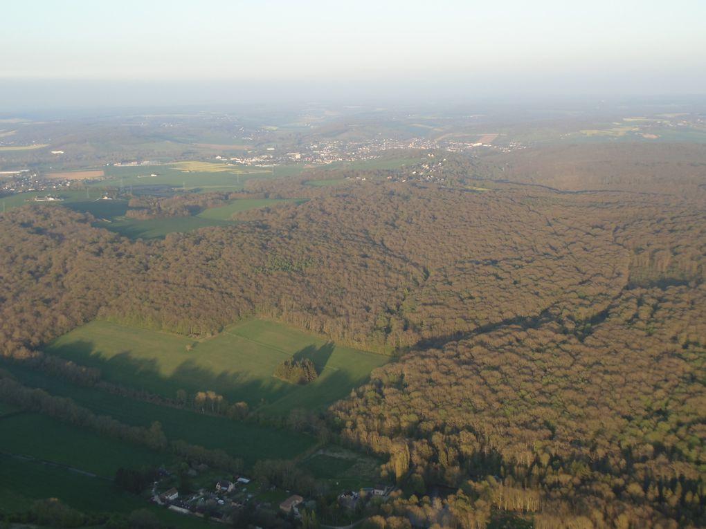 Villeneuve sur Yonne sur notre droite, reconnaissable avec ses tours d'entrée de ville