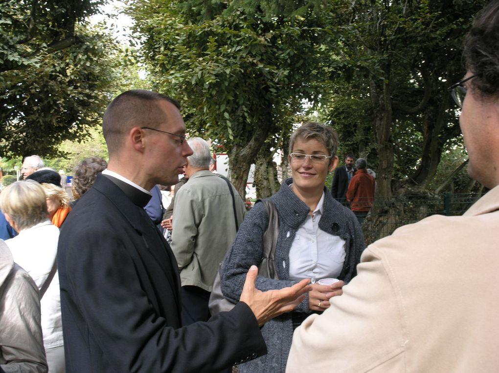 INAUGURATION DU SQUARE REGIS FERRÉ LE DIMANCHE 4 OCTOBRE 2009. ALLOCUTION PAR NOTRE MAIRE, M. THIERRY DUJARDIN ET APÉRITIF OFFERT PAR LA MUNICIPALITÉ