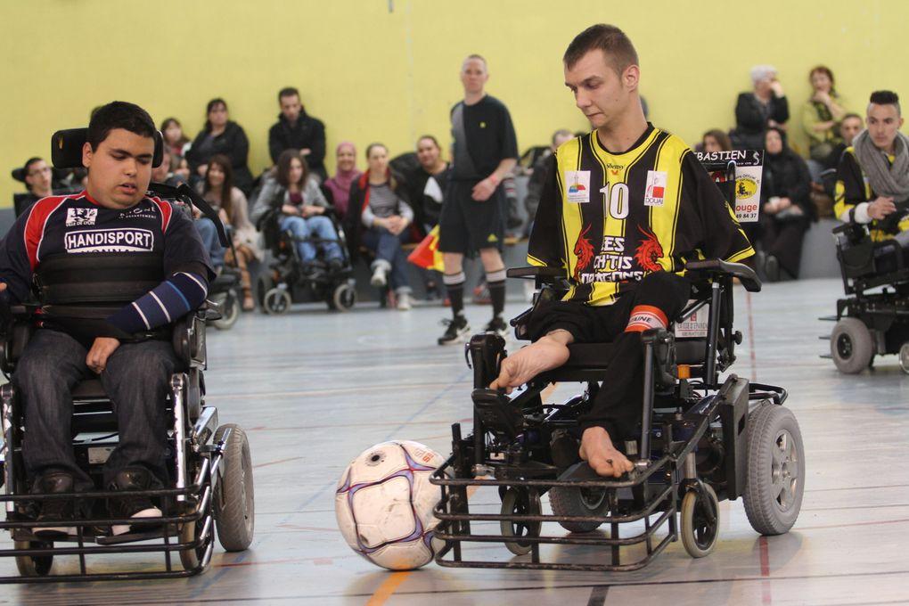 Familles, accompagnateurs et quelques Vénissians ont pu assister ce week-end à du foot-fauteuil de très bon niveau.