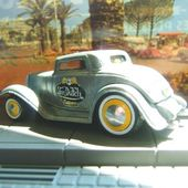 1932 FORD VON DUTCH ORIGINALS JOHNNY LIGHTNING 1/64 - car-collector