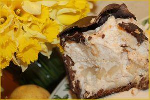 Mousse de poire dans sa coque de chocolat