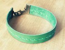 Bracelet en cuir vert couture main