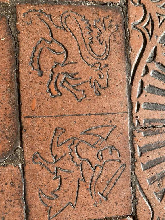 Le délicieux monastère bénédictin de facture gothique tardif de St Gerogen à Stein-am-Rein, avec ses fresques murales de style renaissance, représentant l'un des premiers exemples connus du genre en Europe du nord ... ou lorsque les époques se chevauchent et les frontières artistiques se juxtaposent. D'autres petits bijoux gothiques peuvent également être visités dans la région ...
