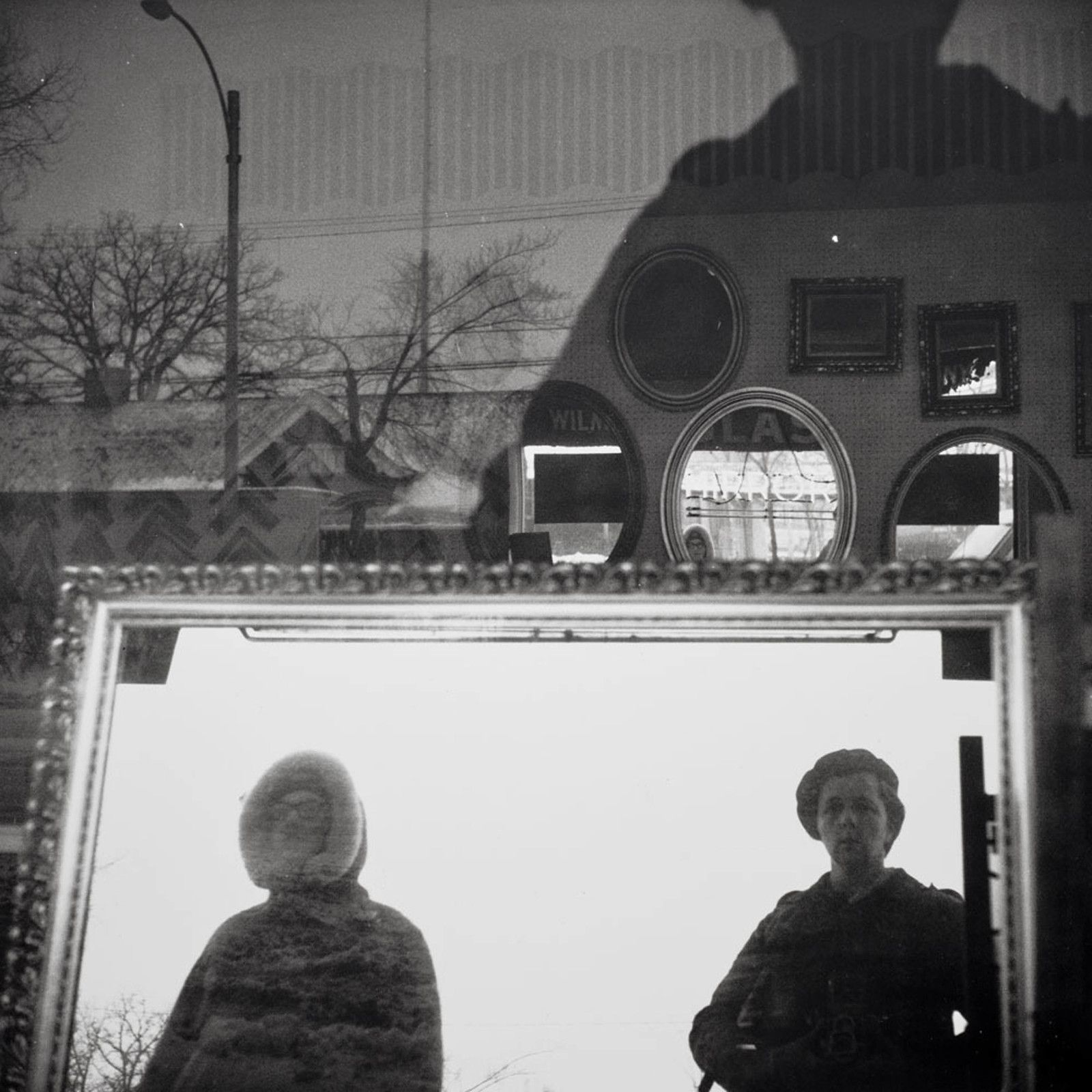 """Self-portrait, Chicago area"", c. 1970 de Vivian MAIER - Courtesy Les Douches la Galerie Paris"