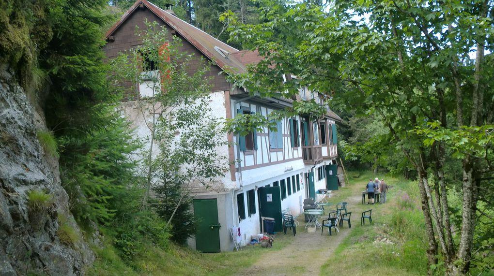 Refuge du Haycot situé au fond de la vallée du Rauenthal à 1070 m, où se trouve la source de la Liepvrette.