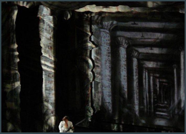 Décor final du temple de la Reine de la Nuit