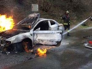 Auto bruciata a Varzo: un guasto all'origine (fotogallery)